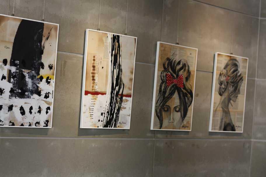 Decoración con cuadros de artistas noveles