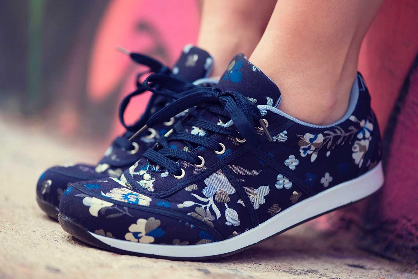 zapatillas estampadas a flores