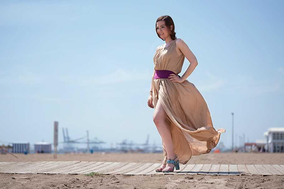vestido con abertura lateral