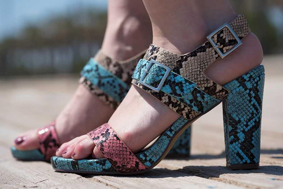 sandalias piel de serpiente