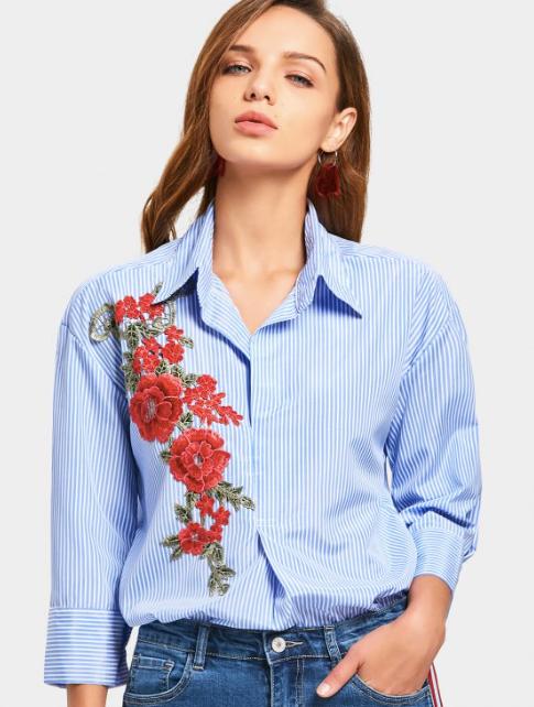 camisa con flores bordadas