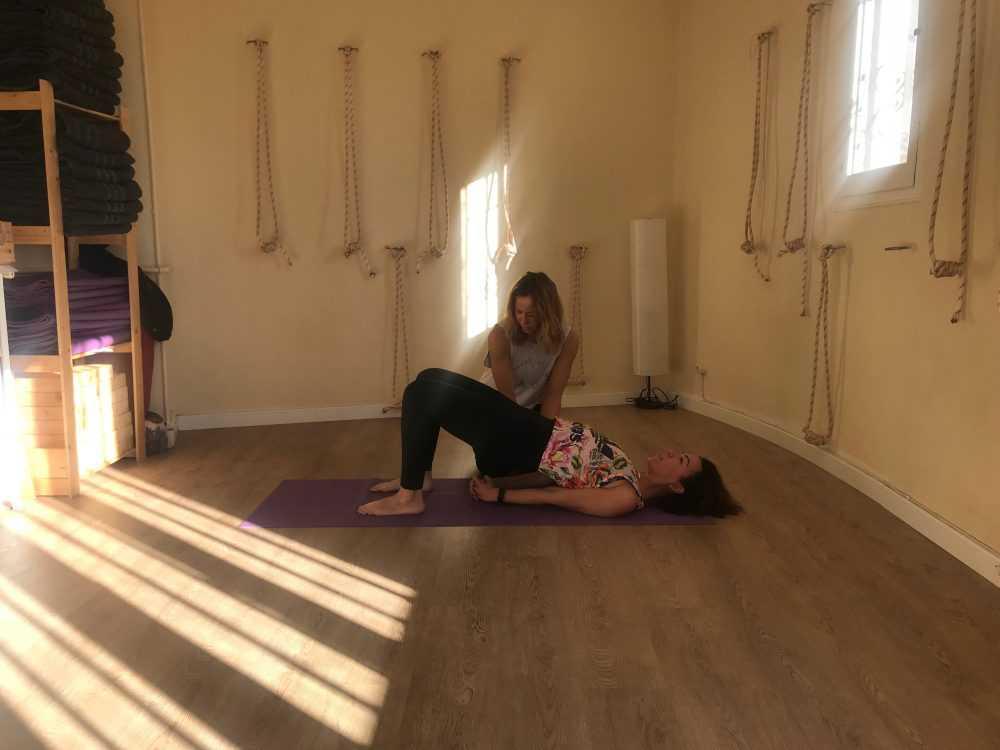 Influencer practicando pilates