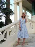Vestido de lino + complementos de esparto y rafia