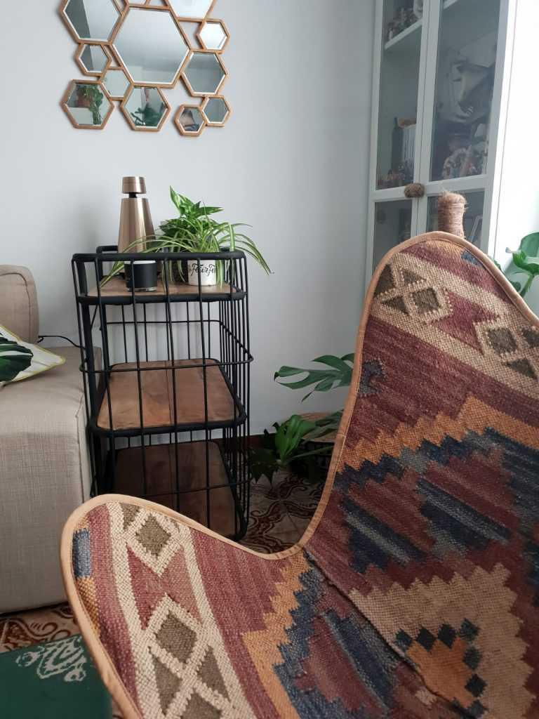 silla mariposa y camarera
