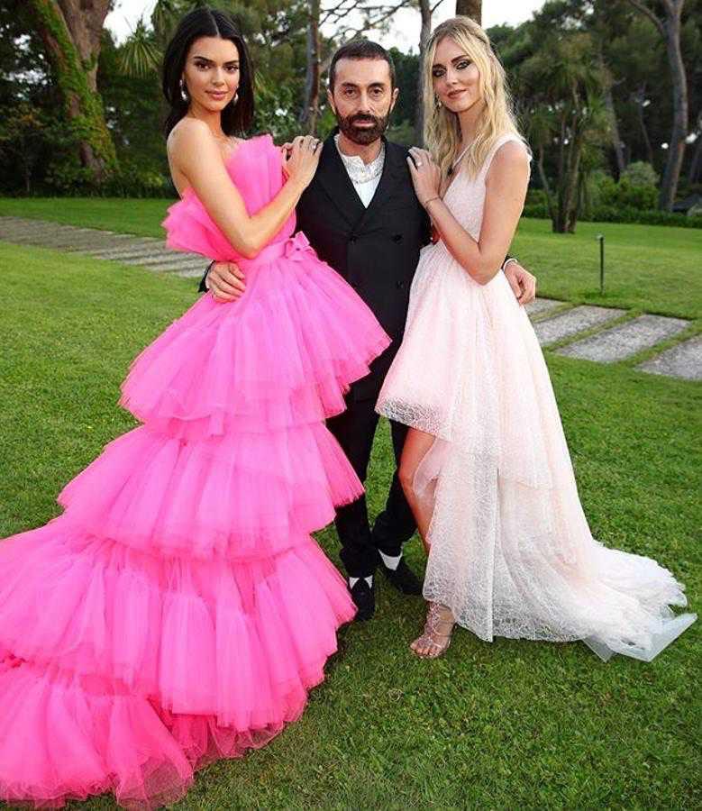 Chiara Ferragni y Kendal Jenner vestidas de Giambattista Valli x H&M
