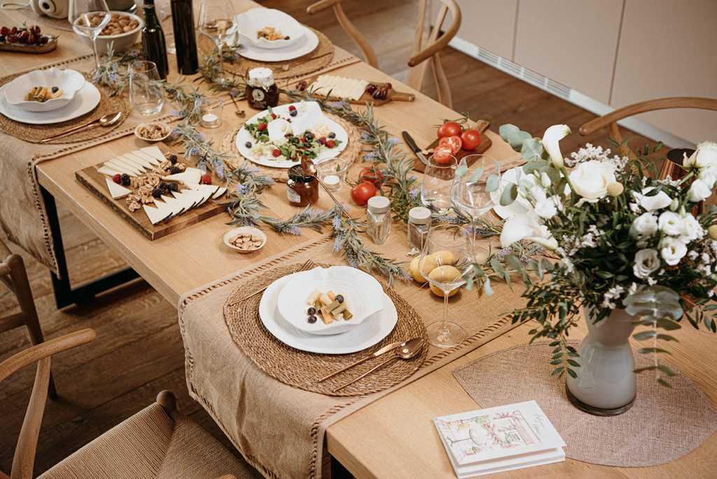 mesa decorada madera