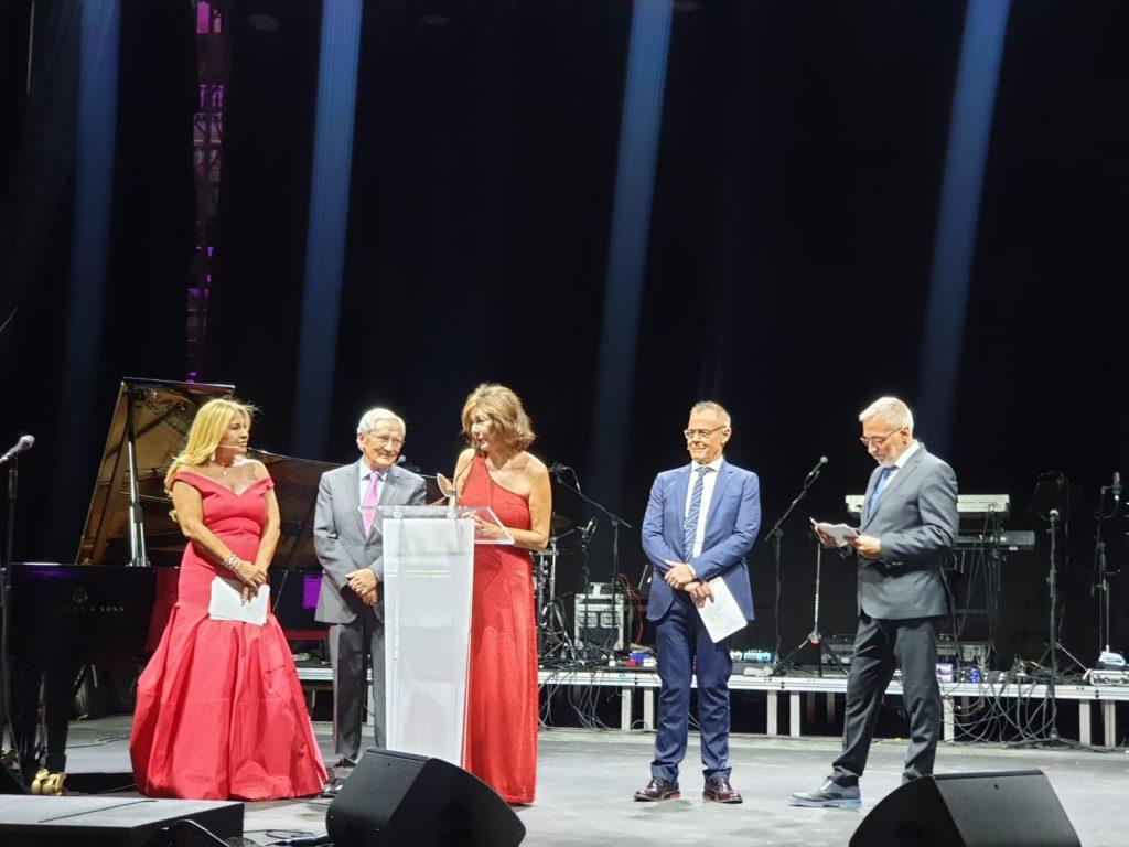 los presentadores de la gala