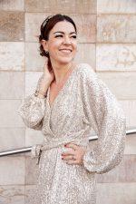 Vestido de lentejuelas plateadas: nuevo look