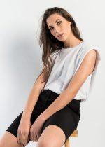 Camisetas de mujer sin mangas que son tendencia.