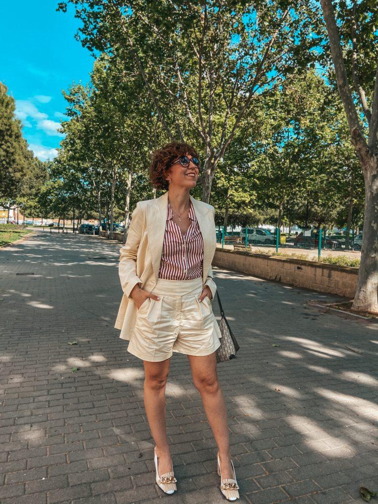 traje-mujer-bermudas